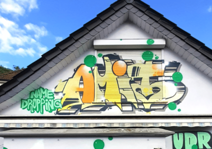 AMIT continues the NAMEDROPPING project with graffiti artist WEIPS