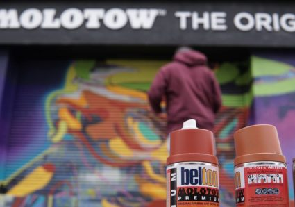 Graffiti artist MR.IRK spray painting the MOLOTOW PRAHA Store!