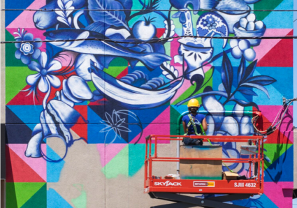 Stephanie Boutari painting the Torreense Mural with MOLOTOW PREMIUM