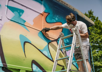 BOOGIE, MR.CENZ and TASTE painting the MOLOTOW TRAIN
