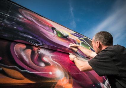 MR.CENZ paints the MOLOTOW TRAIN